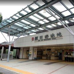 顯田游泳池入口,卓越游泳會游泳班上課時的集合地點。