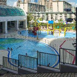 何文田游泳池有兩個室外嬉水池