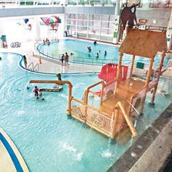 何文田游泳池有兩個室內嬉水池